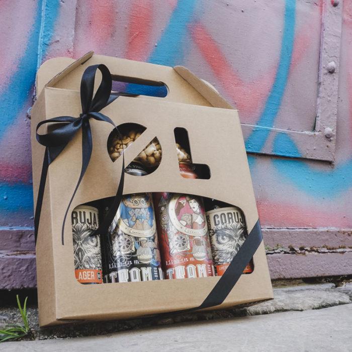 Ølkarton til 4 flasker med graffiti baggrund
