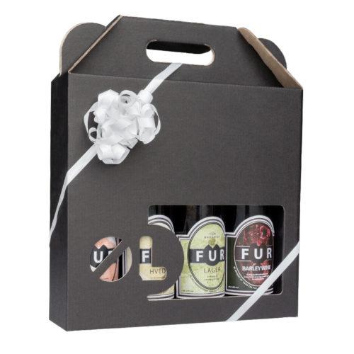 Ølkarton i matsort pap til 4 flasker a 50 cl., med øl-stans