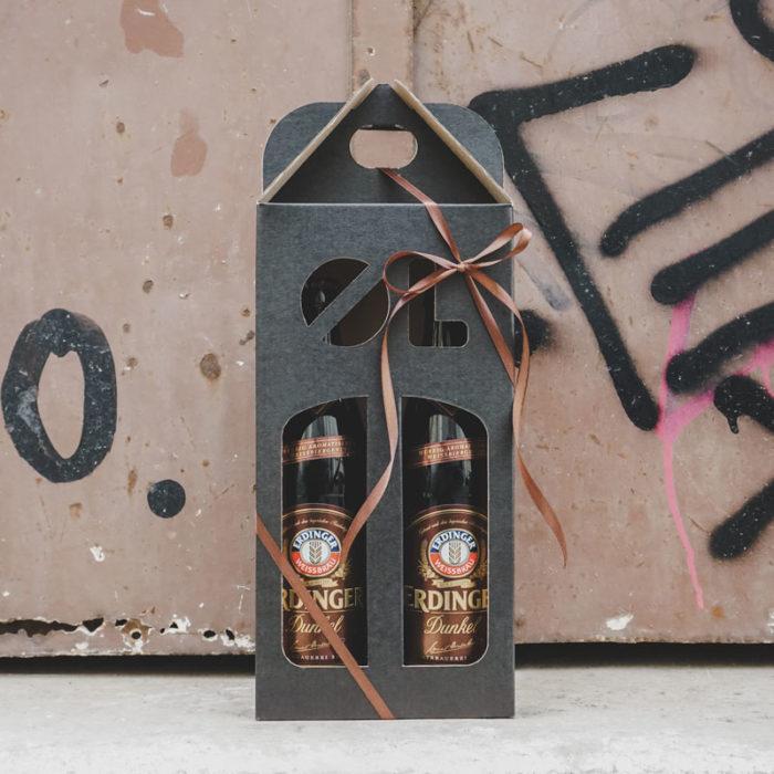 Ølkarton i matsort til 2 flasker a 50 cl med graffiti baggrund