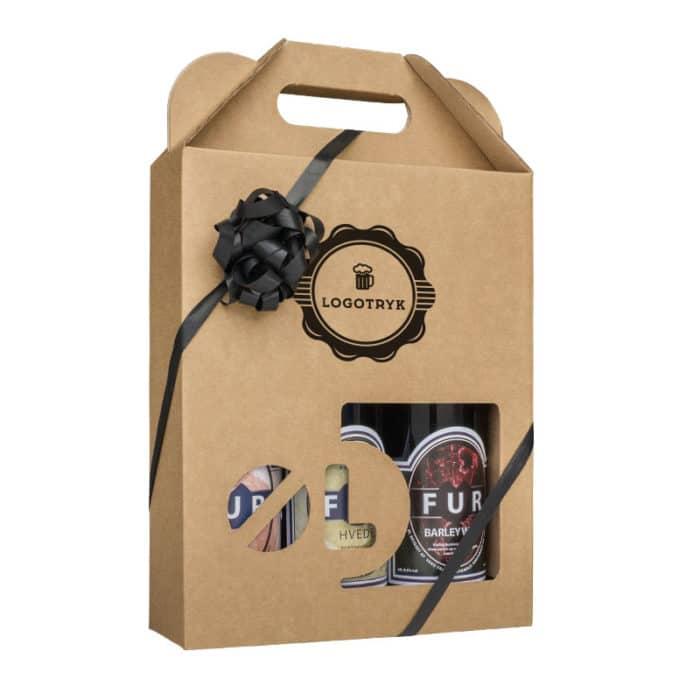 Ølkarton til 3 stk. 50 cl. flasker i natur / brunt pap med logotryk, med sort gavebånd