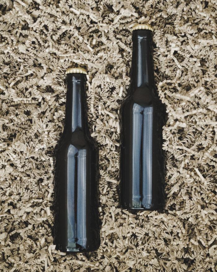 Brunt Sizzlepak med 2 flasker øl
