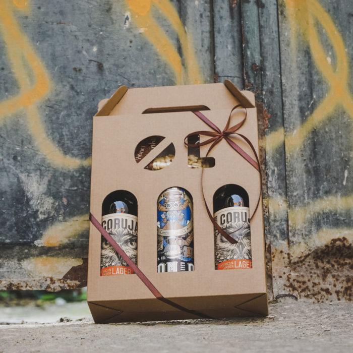 Ølkarton til 3 flasker med graffiti baggrund