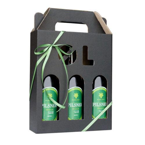 Ølkarton i matsort til 3 flasker a 33 cl. med ølstans pakket med øl og grønt gavebånd