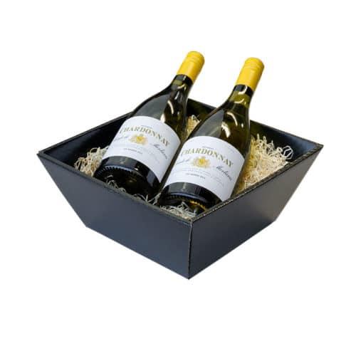 Lille gavekurv / gavebakke i blanksort pap med træuld og 2 flasker vin