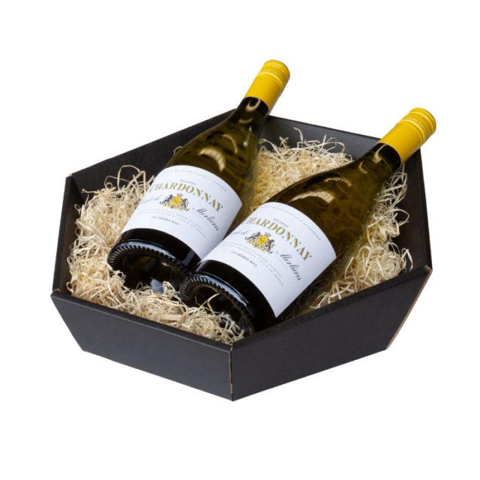 6-kantet / sekskantet gavekurv i matsort pap med træuld og 2 flasker vin