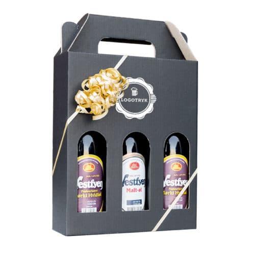 Ølkarton til 3 stk. 33 cl. flasker i matsort pap med logotryk og guld gavebånd