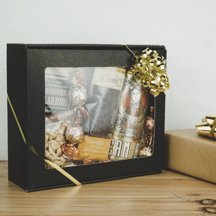 XS gaveæske med rude i matsort med guldbånd